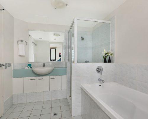 1-bedroom-Broadbeach-accommodation-neptune-resort-704-4
