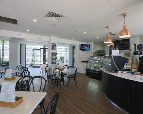 Broadbeach-accommodation-neptune-resort-cafe1