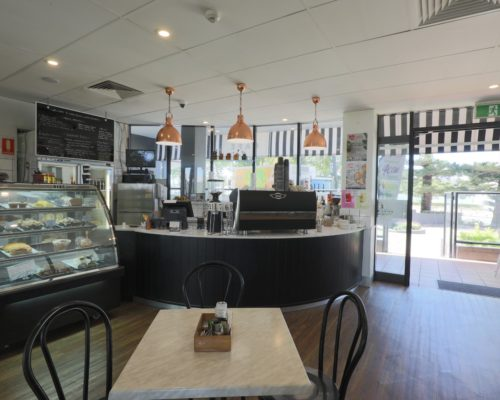 Broadbeach-accommodation-neptune-resort-cafe2