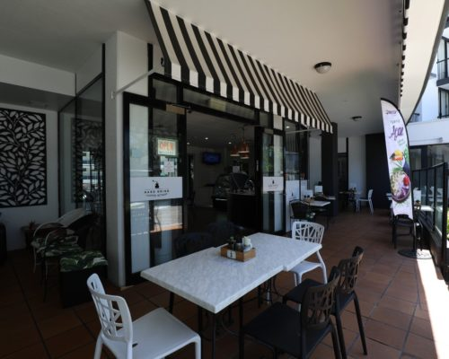 Broadbeach-accommodation-neptune-resort-cafe3