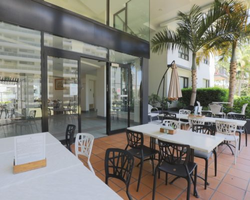 Broadbeach-accommodation-neptune-resort-cafe5