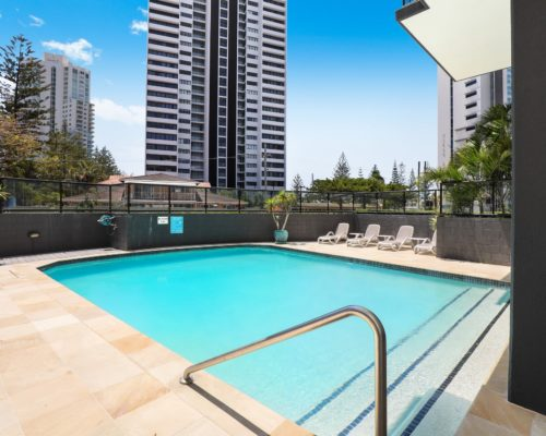 Broadbeach-accommodation-neptune-resort-swimming-pool6