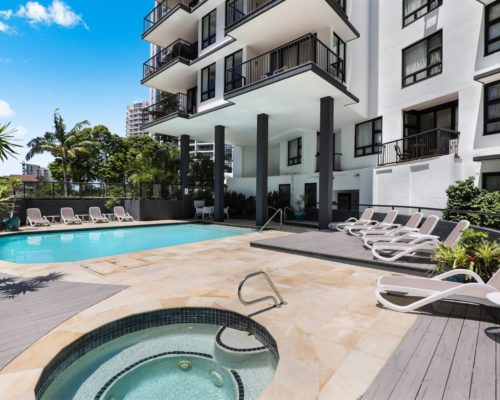 Broadbeach-accommodation-neptune-resort-swimming-pool7