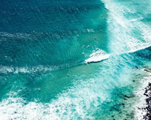 quiksilver-and-roxy-pro-snapper-rocks-aerial-(1)